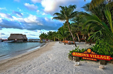 Strand des Ramon's Village Resort