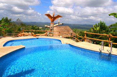 Pool im Cahal Pech Village Resort in Belize