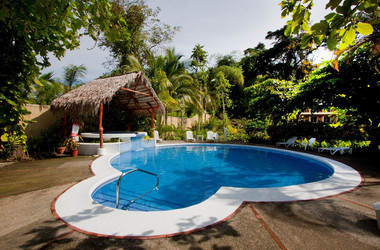Pool des Karahe Beach Hotel